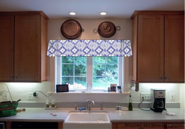 Flat Valance with Sheering on ends.