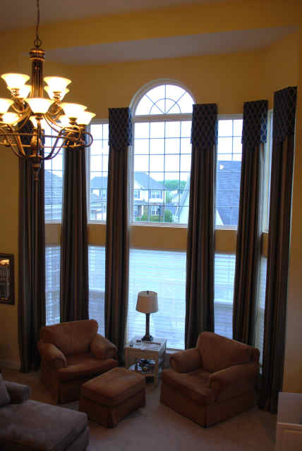2-story-window-stripe-drapes-with-blue-valances