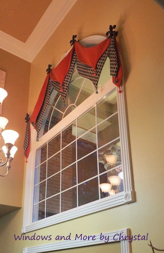 Foyer Window Quest : Bombay arched valance